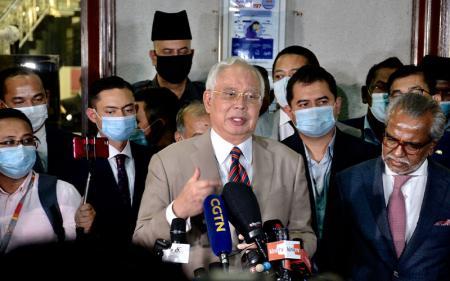 Banding Ditolak, Najib Razak & Anak Harus Bayar Tagihan Pajak Rp5,92 T