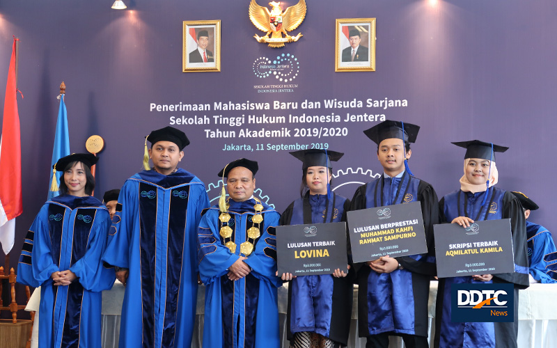 18 Mahasiswa Jadi Lulusan Angkatan Pertama STHI Jentera