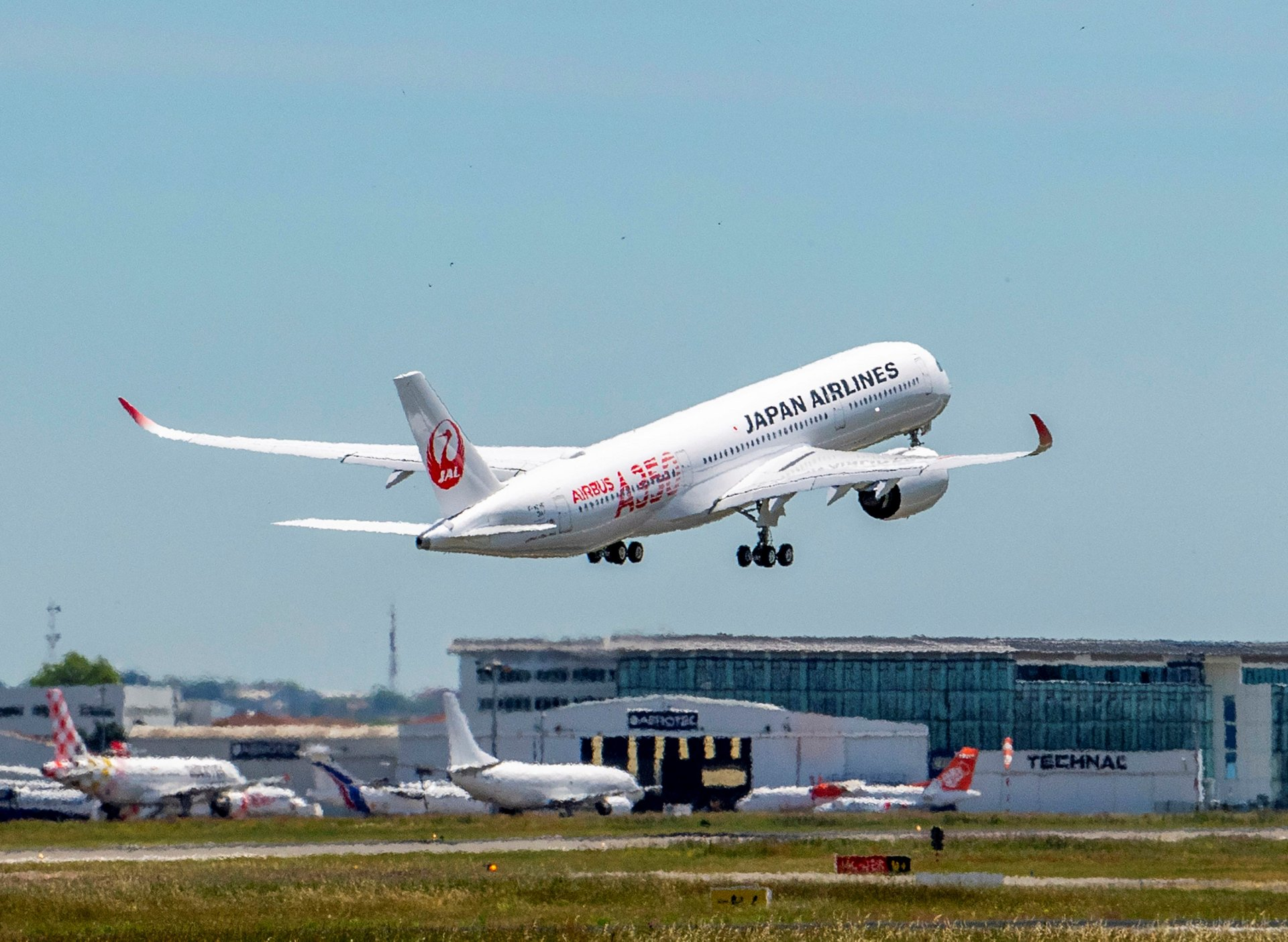 Industri Penerbangan Tertekan, Pajak Bahan Bakar Mau Dipangkas