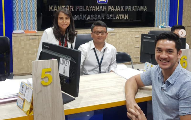 Urus Pajak Bisnisnya, Artis Tampan Ini Datangi KPP Pratama Makassar