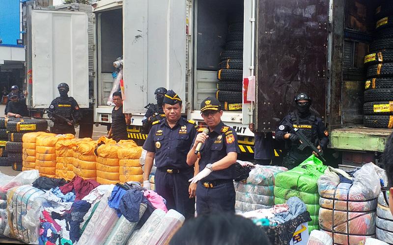 Ditjen Bea Cukai Gagalkan Penyelundupan 6 Kontainer Pakaian Bekas
