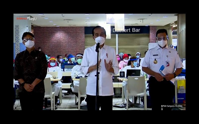 Vaksinasi untuk Pekerja Publik Dimulai Hari Ini, Ini Kata Jokowi